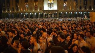 Tbilisi etiraz, Baş nazirə istefa çağrışı, Gürcüstan, Tbilisi, parlament, etirazlar