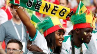 Trocedores senegaleses no estádio durante a partida entre Senegal e Polônia na Copa do Mundo da Rússia