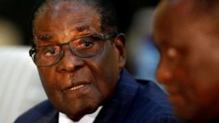 นายโรเบิร์ต มูกาเบ ประธานาธิบดีซิมบับเวและผู้นำเผด็จการคนดัง