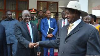 Rais Magufuli na Museveni