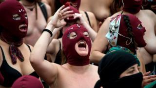 Manifestantes enmascaradas en Chile.
