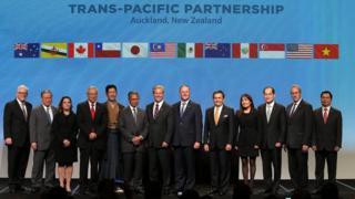 12 bộ trưởng cùng Cựu thủ tướng New Zealand John Key trước một buổi đàm phán TPP hồi tháng 2/2016, khi Hoa Kỳ vẫn còn là một thành viên