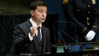 Ukraine's President Volodymyr Zelensky holds up a bullet while addressing the UN General Assembly on 25 September
