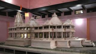 प्रस्तावित राम मंदिर का एक मॉडल
