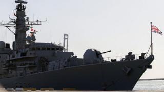 """ناو جنگی """"اچ ام اس مونت رز"""" برای همراهی یک تانکر بریتانیایی هنگام عبور از تنگه هرمز به خلیج فارس رفته است."""