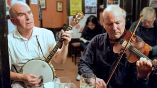 Musicians in the Sandy Bell's pub