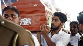 У вівторок на Шрі-Ланці почалися похорони жертв нападів