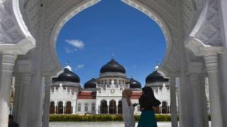 Masjid Baiturahman, Banda Aceh.