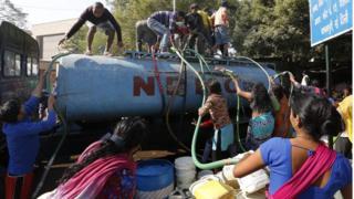 インドの首都で1000万人以上が断水状態に(22日)