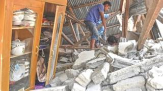 इंडोनेशियातल्या लाँबॉक बेटाला भूकंपाचा जोरदार धक्का बसल्यानंतर झालेली स्थिती