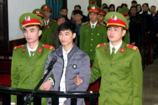 Nguyễn Văn Hóa trong phiên tòa ngày 27/11/2017