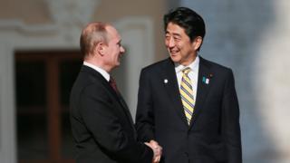 Владимир Путин и Синдзо Абэ в 2013 году в Санкт-Петербурге