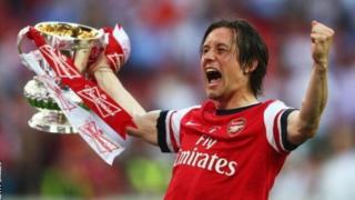 Mchezaji wa zamani wa Arsenal na taifa la Czech Tomas Rosicky amestaafu soka ya kulipwa