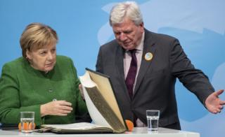 Chancellor Angela Merkel with lead Hesse candidate Volker Bouffier