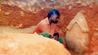 ஆதிச்சநல்லூரில் 2004ம் ஆண்டு கிடைத்த முதுமக்கள் தாழி
