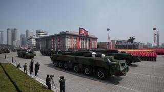 Desfile do arsenal militar na Coreia do Norte
