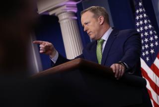 """Шон Спайсер заперечив, що рішення мінфіну США було """"скасуванням"""" санкцій"""