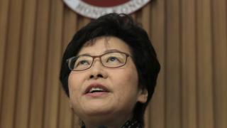 林鄭月娥在當選後一日與現任特首梁振英會面。