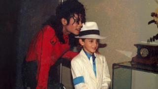 Майкл Джексон и Уэйд Робсон (фото 1990-х)