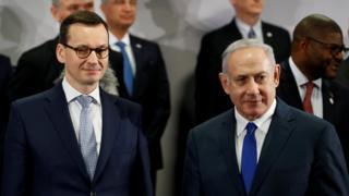 نخست وزیر اسرائیل (راست) در کنار همتای لهستانیاش در حاشیه نشست ورشو