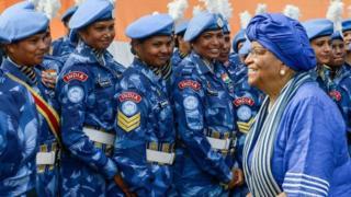 Ellen Johnson Sirleaf, la première femme à diriger un pays africain été remplacé par George Weah