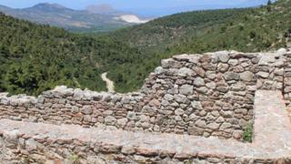 """الكشف عن """"مدينة أسطورية"""" شيدها أسرى الحرب في اليونان القديمة"""