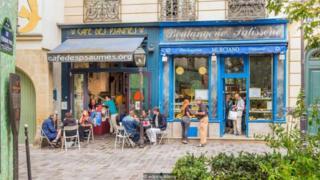 Fachadas de lojas no bairro de Marais, em Paris
