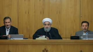 Iranian President Hassan Rouhani (in the middle) in a Cabinet meeting