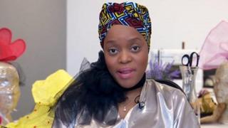 Madeleine Laini est la fondatrice de Kiyana Wraps, une ligne d'accessoires pour cheveux à Londres.