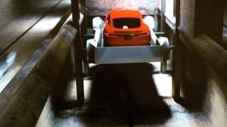 ایلان ماسک در سخنرانی تد با نمایش یک ویدئوی انیمیشن نشان داد که سیستم تونل زیرزمینی چند طبقه که در ذهن دارد چطور کار میکند