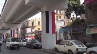 "The ""Yemeni"" flag hanging from a pillar in Cairo"