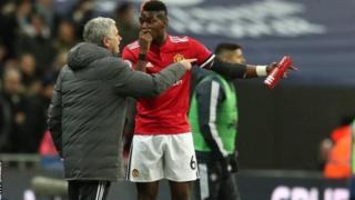 Jose Mourinho na kiungo wa kati Paul Pogba