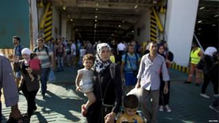 Migrants arrive at Piraeus (20 August)