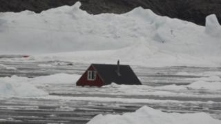 The surge of water is also reported to have swept away 11 homes in the village of Nuugaatsiaq, Geenland
