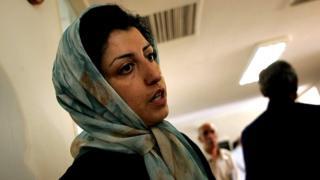 نرگس محمدی باید دستکم ده سال در زندان بماند