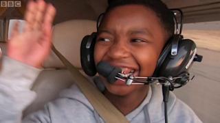 Des jeunes filles, pilotes de l'air en Afrique du sud