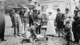 Перша допомога сто років тому