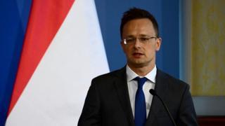 """Macaristan Dışişleri Bakanı Péter Szijjarto, """"Macaristan her gelenin serbestçe yumruk atabileceği bir kum torbası değildir"""" dedi"""