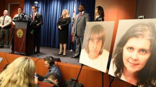 அமெரிக்காவில் 13 குழந்தைகளை கொடுமைப்படுத்திய பெற்றோர்