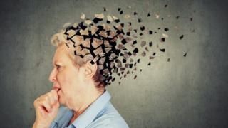 Montagem de mulher com cabeça em quebra-cabeças