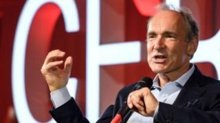 Sir Tim Berners-Lee ayuu ahaa ninkii fikradda ku saabsan adeeggan soo bandhigay