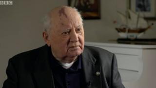 Mikhail Gorbachev uahawe igihembo cy'amahoro cya Nobel mu 1990 kubara guharanira amahoro