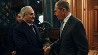 خليفة حفتر ووزير الخارجية الروسي