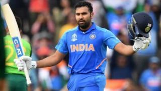 உலகக்கோப்பை 2019 போட்டியில் இந்தியாவின் முதலாவது சதத்தை அடித்த ரோஹித் சர்மா, இரண்டு சிக்ஸர்கள் மற்றும் 13 பவுண்டரிகளுடன் 122 ரன்கள் குவித்து அவுட் ஆகாமல் இருந்தார்.