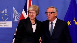 欧盟27国领导人一致通过了英国脱欧协议草案。