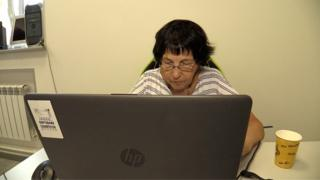 Жінка опанувала комп'ютер і смартфон після 90 років