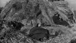 Польські артилеристи відпочивають після затяжного бою у Нідерландах, 1944 рік