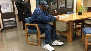 OJ Simpson dey sign document for Nevada prison