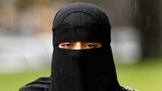 Umwambaro hijab w'Abaislamukazi