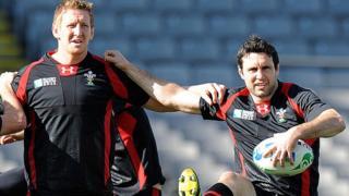 Bradley Davies a Stephen Jones